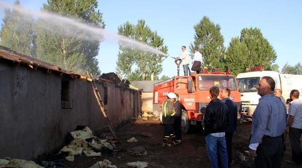 Yangını Tır Şoförleri Haber Verdi