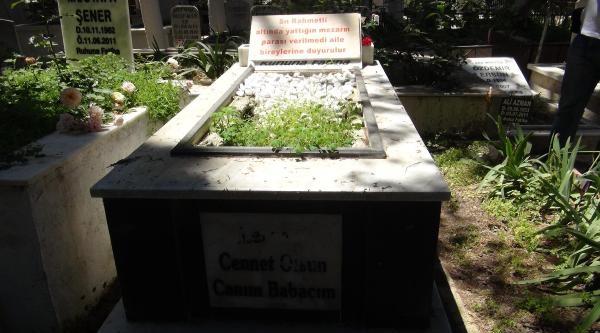 Yaptığı Mezarın Taşına 'parası Verilmedi' Yazdı