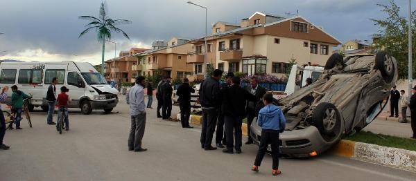 Yaralılar, Kazaya Yolaçan Minibisün Sürücüsünü Dövdü