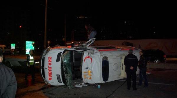 Yaralilari Taşiyan Ambulans Kaza Yapti