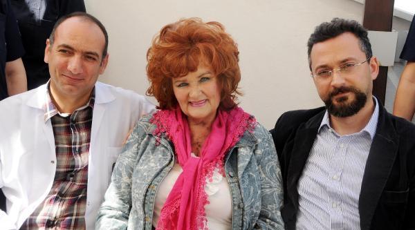 'yaşa Fenerbahçe' Marşının Bestecisi Hollandalı Şarkici Antalya'da Kalp Krizi Geçirdi