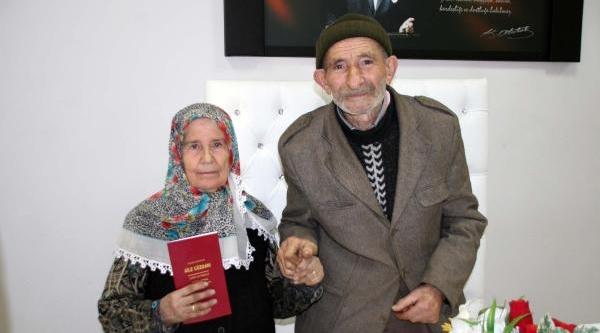 Yaşli Çift, Mutluluğu Birbirlerinde Buldu
