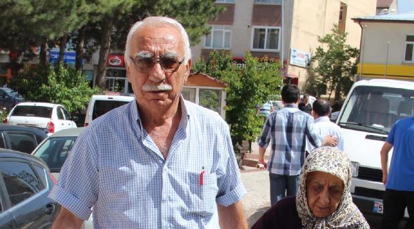 Yaşlı Çiftin Çanta Dalgınlığı