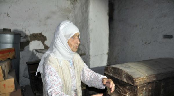 Yaşlı Kadın Evine Giren Hırsızları Döverek Engelledi (2)