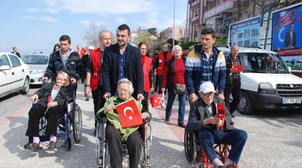 Yaşlılar Gençlerle Yürüdü