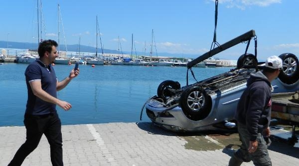 Yat Limanı'na Park Ettiği Otomobili Denize Uçtu