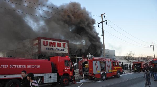Yatak Fabrikasında Çikan Yangın Korkuttu