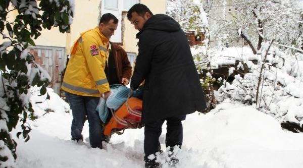 Yatalak Hasta Ambulansla Oy Kullanmaya Götürüldü