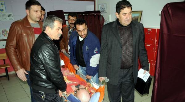 Yatalak Hasta Oy Vermeye Ambulansla Getirildi