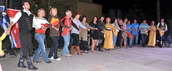 Yatçilardan Istanköy'de Dostluk Halayi Ve Sirtaki