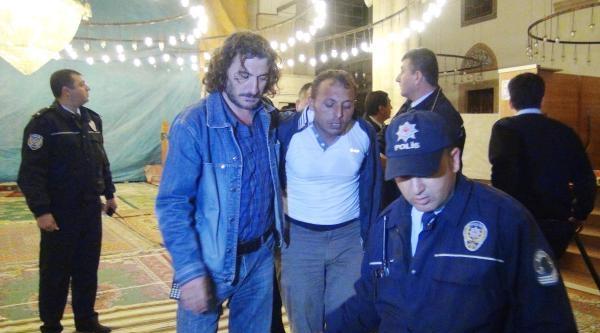 Yatsı Namazından Sonra Dışarı Çikmayan Şüpheli Camide Yakalandı