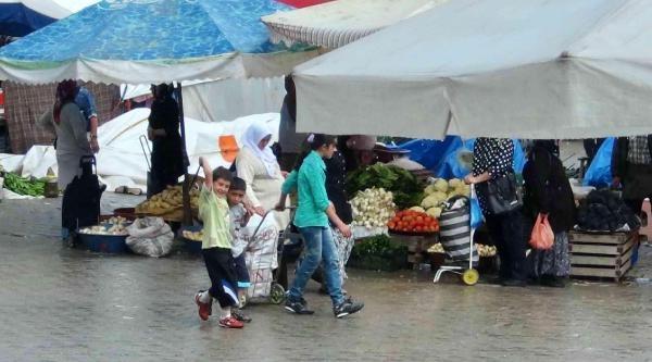 Yaz Yağmuru Pazarcıları Vurdu