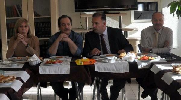 Yazar Kulin Ve Tezcan, 'doğu Okuyor' Projesi Için Bitlis'te