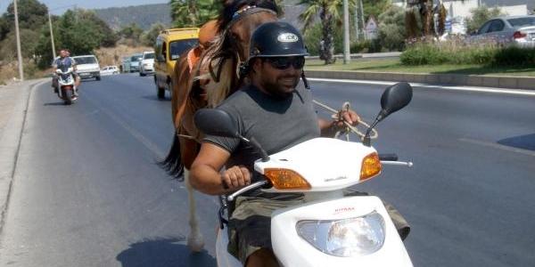 Yedeğinde Atiyla Motosiklet Yolculuğu
