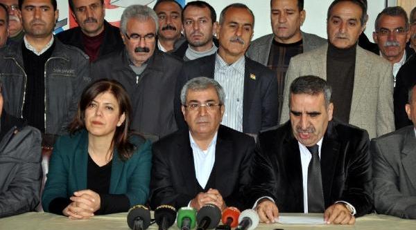 Yeni Anayasa Çalişmalarinin Durdurulmasina Tepki