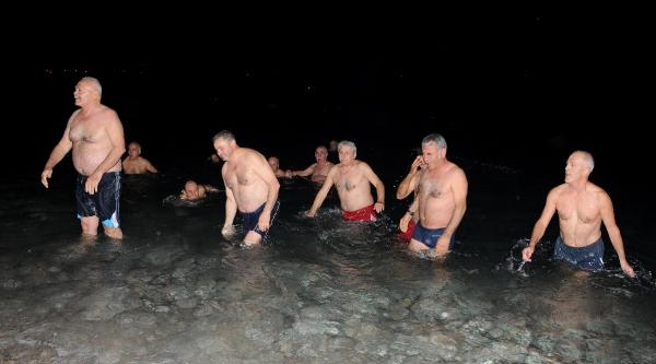 Yeni Yila Denizde Girdiler