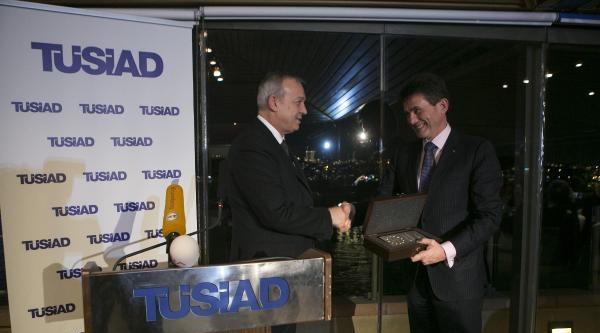 (yeniden Ek Fotoğrafla) Tüsiad'ın Dış Politika Ödülü Henrı De Castrıes'a Verildi