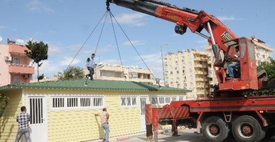 Yenişehir'deki Okullara Prefabrik Soyunma Kabinleri Yerleştiriliyor