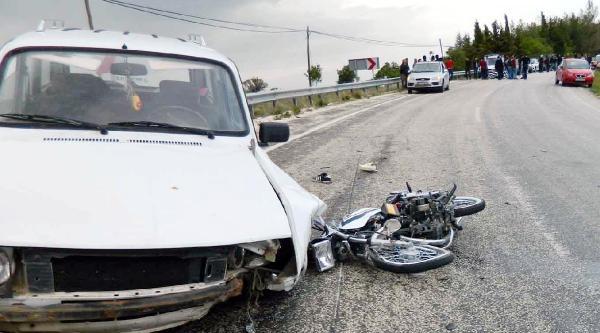 Yeşilova'da Trafik Kazası: 1 Ölü, 4 Yaralı