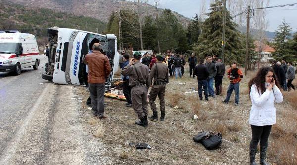 Yeşilova'da Yolcu Midibüsü Devrildi: 3 Ölü, 20 Yarali (2)