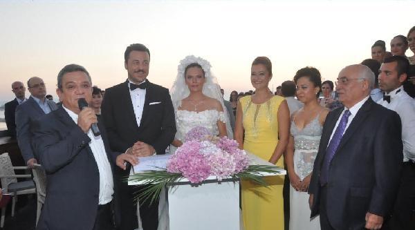 Yetkin Dikinciler İle Aslı Orcan Kuşadası'nda Evlendi