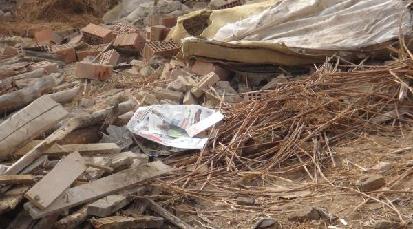 Yikilan Kömürlüğün Enkazi Altinda Bebek Cesedi Bulundu