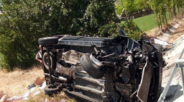 Yıldızeli'nde Trafik Kazası: 2 Ölü, 7 Yaralı