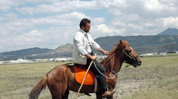 Yılka Atları Eğitilip, Bir Tutku Olarak Biniliyor
