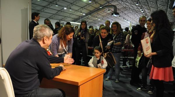 Yılmaz Özdil, Bursa'da Okurlarıyla Buluştu