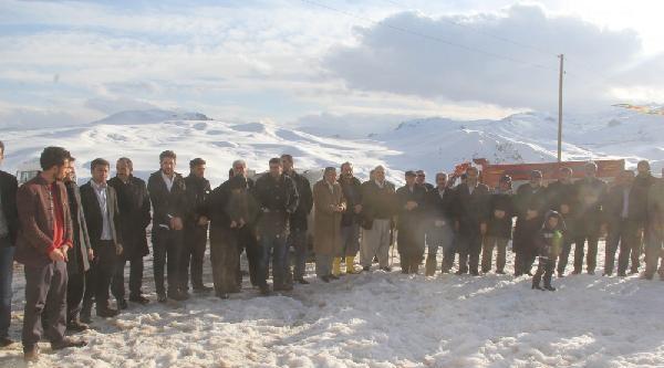 Yoğun Kar- Kışa Rağmen Seçim Çalişmasi Yapıyorlar