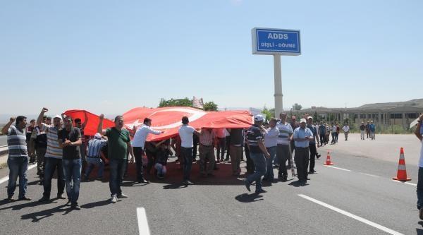 Yol Kapatan Hema Mağduru İşçilerden Tabutlu Eylem