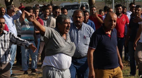 Yol Kapatan Tır Şöförlerine Polis Müdahalesi