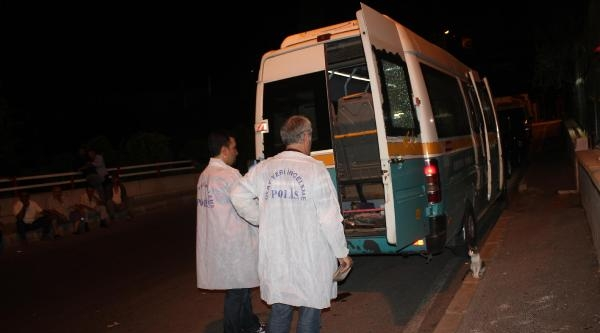 'yol Kestin' Diye Minibüse Silahlı Saldırı