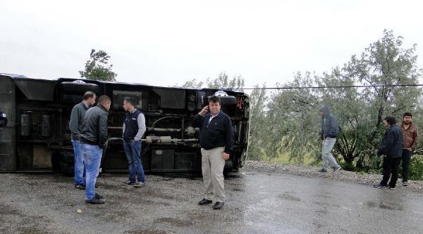 Yolcu Minibüsü İle Otomobil Çarpişti: 1'i Bebek 4 Kişi Yaralandı