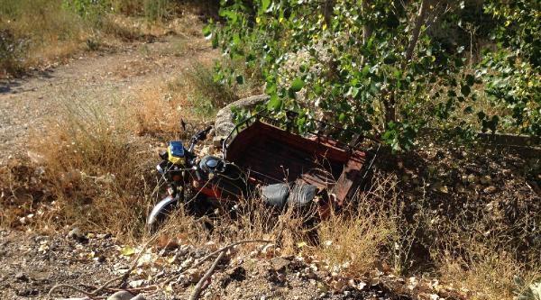 Yolcu Minibüsünün Çarptiği Kasksız Motosikletli Öldü