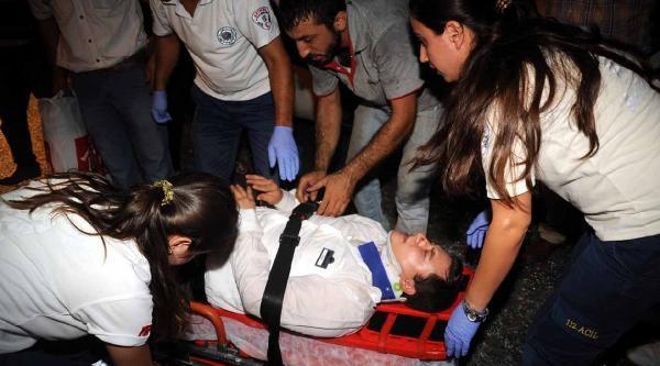 Yolcu Otobüsü İle Kamyon Çarpişti: 3 Yaralı