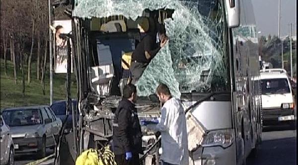 Yolcu Otobüsü Kamyona Çarpti: 1 Ölü