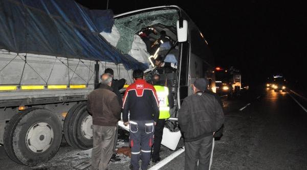 Yolcu Otobüsü Tir'a Arkadan Çarpti: 24 Yarali