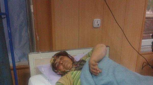 Yolda Yürürken Kamyon Çarpmasiyla Yaralandı