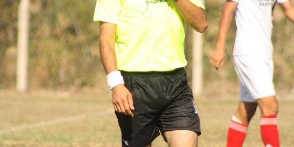 Yollarda Trafiği, Sahada Futbolculari Yönetiyor