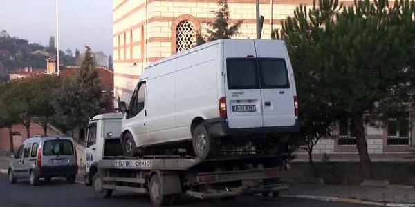 Yolun Karşisina Geçmek Isterken Minibüs Çarpti