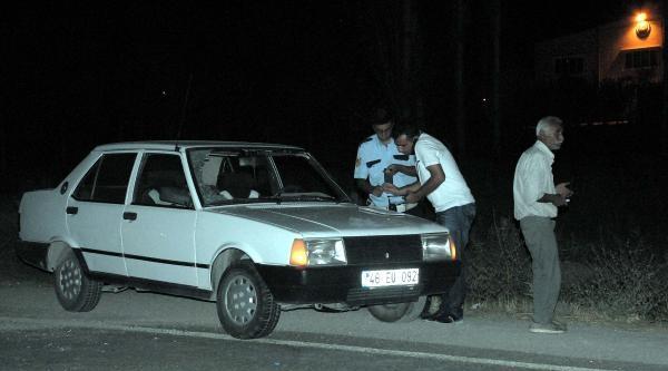 Yolun Karşısına Geçmeye Çalişan Kadına Otomobil Çarpti