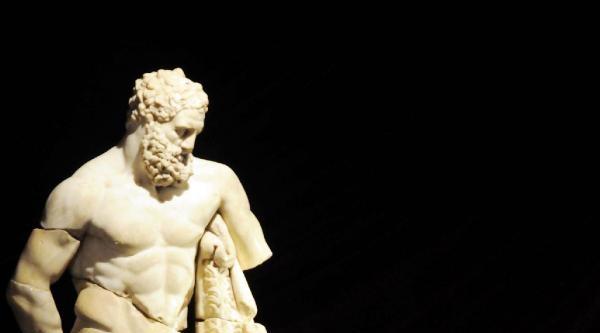 Yorgun Herakles 1000 Gündür Memleketinde