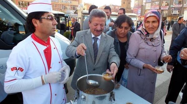 Yozgat'ta 5 Bin Kişiye Aşure Dağitildi