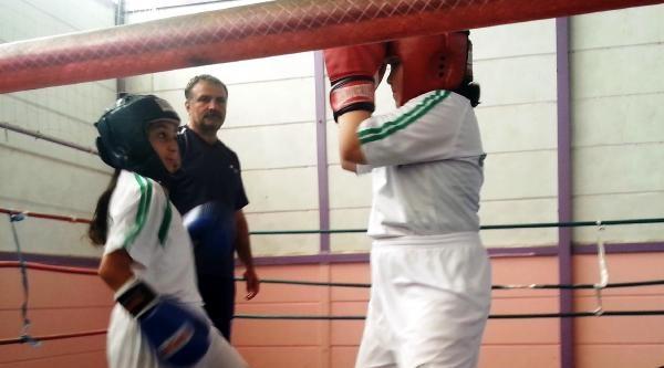 Yozgat'ta Bölgesel Minikler Dostluk Boks Turnuvası