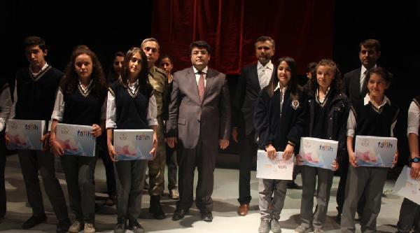 Yüksekova'da 501 Öğrenciye Tablet Dağıtıldı