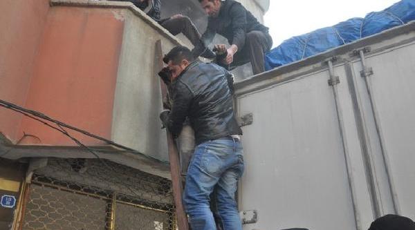 Yüksekova'da Apartman Dairesinde  Yangin