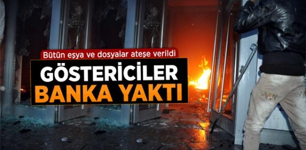 Yüksekova'da Banka Şubesi Ateşe Verildi!