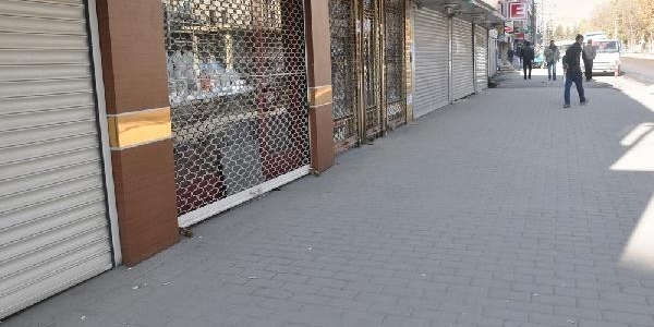 Yüksekova'da Kepenkler Kapali