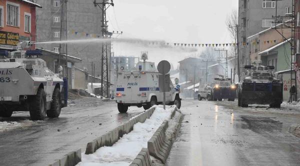 Yüksekova'da Olaylar Çikti, Esnaf Kepenk Kapatti